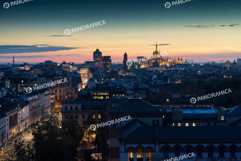 Corso Venezia e il Duomo al tramonto