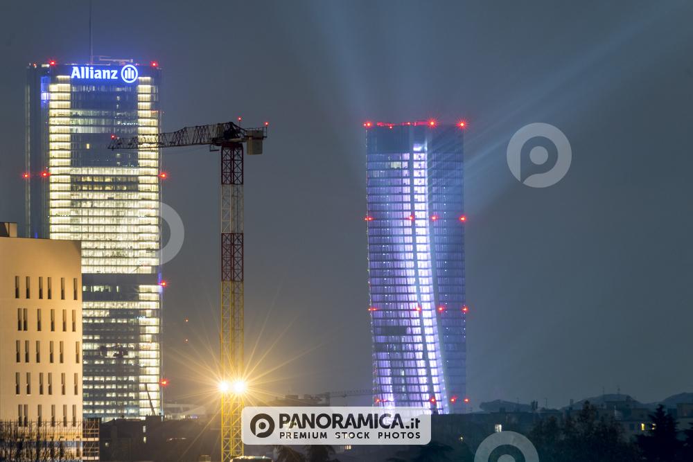 Illuminazione della torre hadid per inaugurazione shopping district