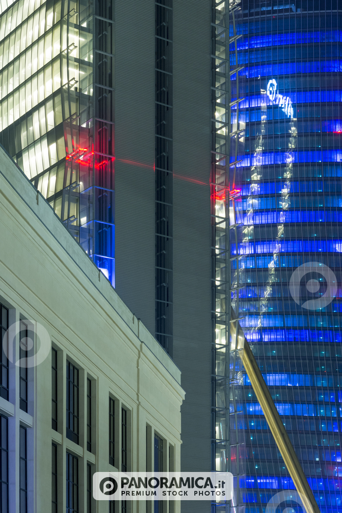 Laser Show per inaugurazione CityLife Shopping District