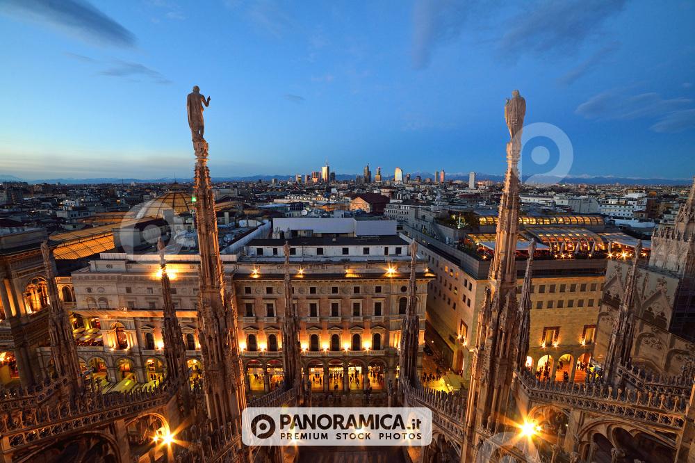 Skyline all'imbrunire dalle Terrazze del Duomo