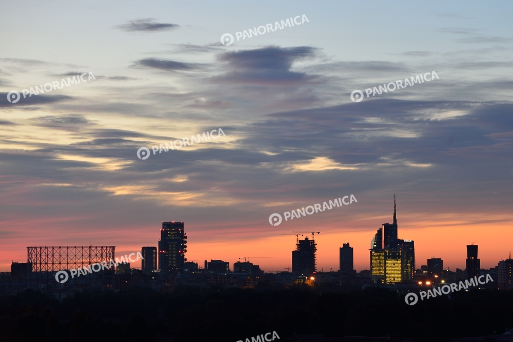Skyline di Milano all'alba